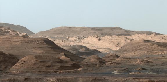 curiosity-mount-sharp-foothills