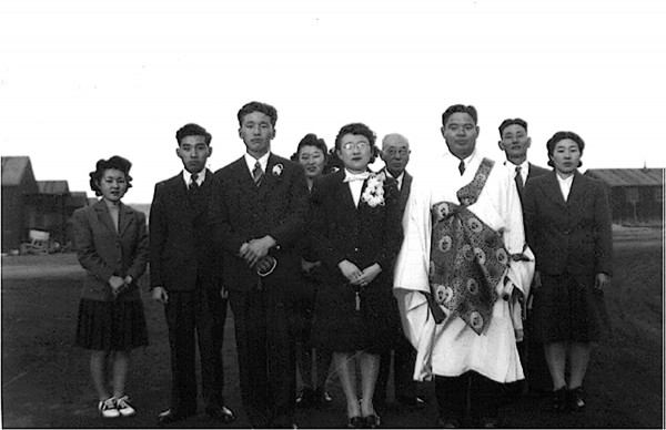 Photo of Tule Lake wedding. Front row: John and Amy Mikuni. (Photo credit - Alan Mikuni)