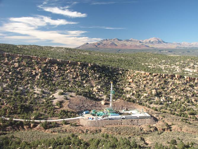 Photo of a drill rig that discovered more oil and gas than the equivalent of two or more Latigo Wind Farms (imagine 60 or more wind turbines in this view, rather than that one oil well). GMS photo