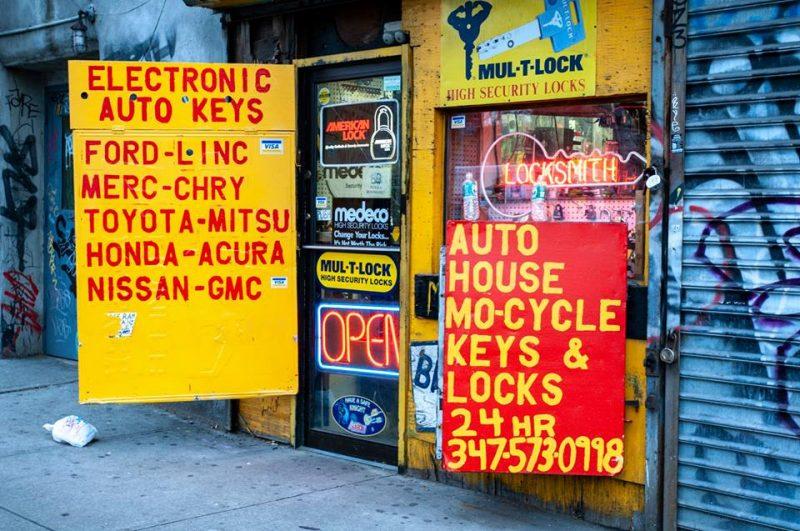 second avenue nyc 2007. photo by paul vlachos