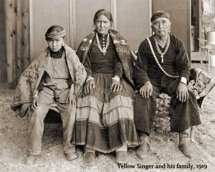 Yellow Singer, aka Sam Chief, on the right