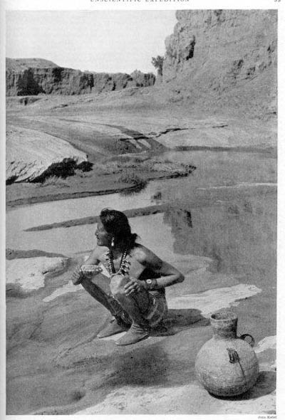 Kayenta (Téé'ndééh) is a bog hole in Laguna Creek located about three miles west of town